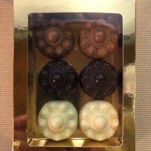 Zeeuwse knop chocolade mix petit fours